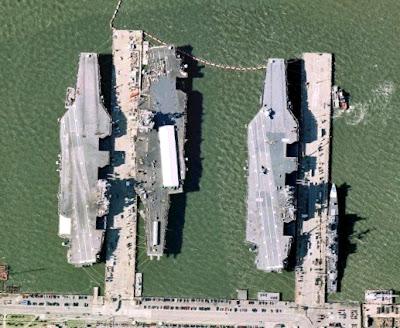 נושאות מטוסים אמריקאיות בבסיס נורפולק
