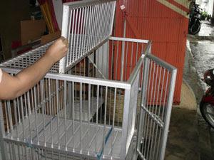 Kandang aluminium dengan tingkat untuk kucing agar dapa