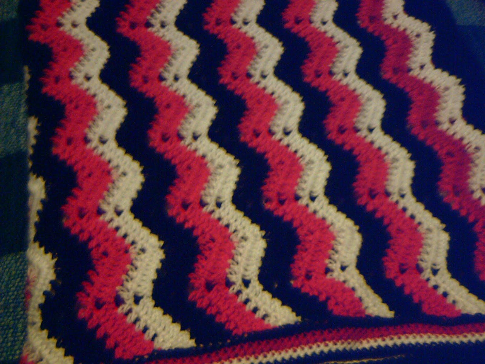 Pie de cama, piecera o manta zig zag, tejida a crochet con aguja nro 2