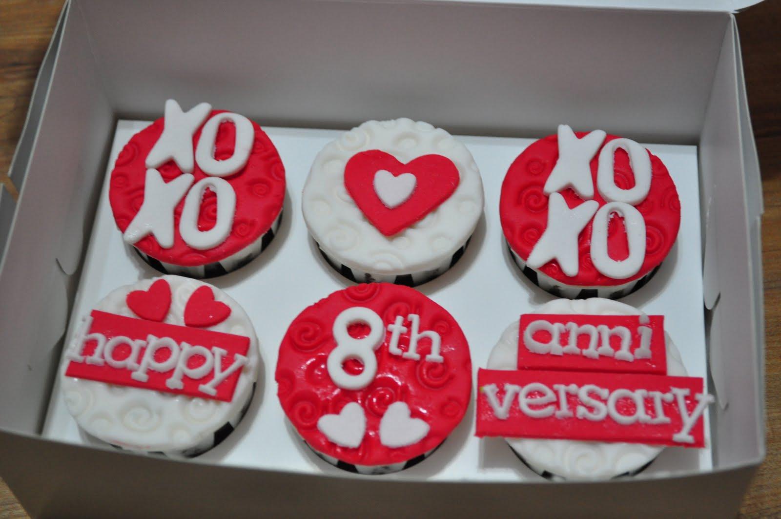 Dari Oven Yang Comel Anniversary Cupcake