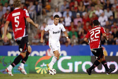 Cristiano Ronaldo faces two Mallorca defenders