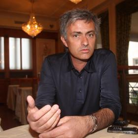 Mourinho in a restaurant answering to a journalist