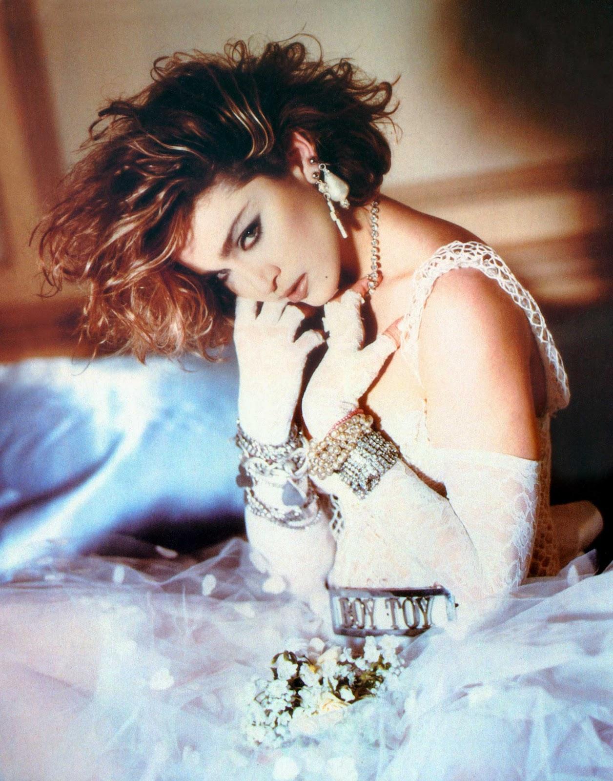 http://4.bp.blogspot.com/_qkdu4uOwe4A/TTDqbglKK4I/AAAAAAAABj4/nMHGbG5JZ6A/s1600/Madonna1.jpg