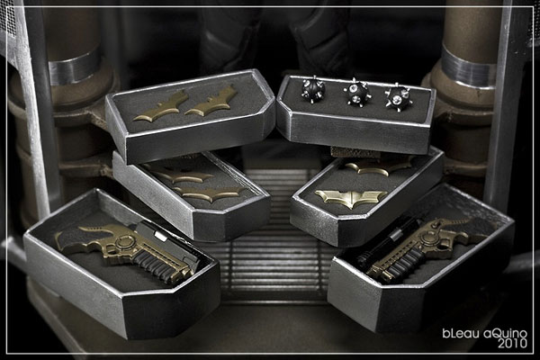 Custom Diorama Batman Hot Toys Armurerie DARK-KNIGHT-ARMOURY-04