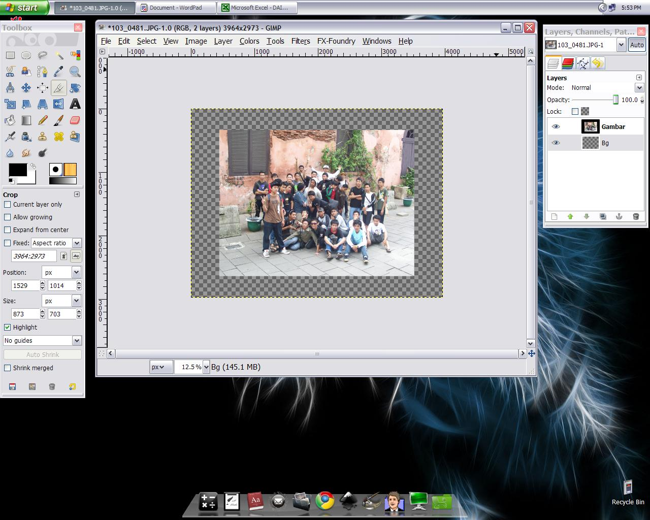 """Kita akan membuat """"frame putih"""" yang selalu ada di foto polaroid"""