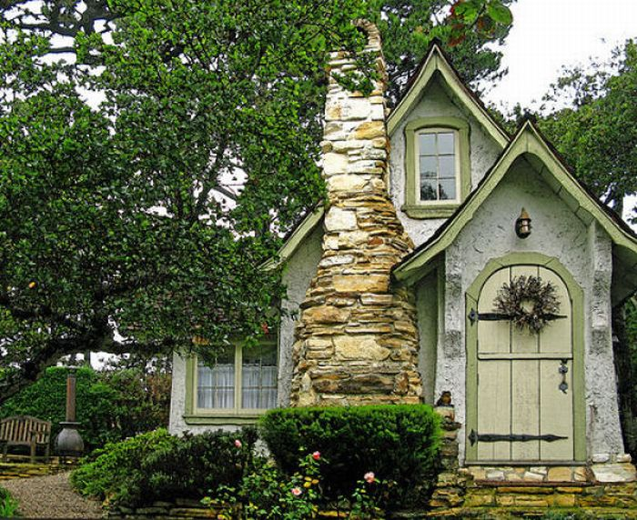 46 unusual house designs like fairy tales western homes for Fairytale cottage home plans