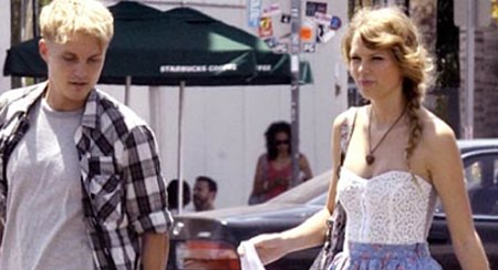 Toby Hemingway  Taylor Swift on Publishing Media  Toby Hemingway Is Dating Taylor Swift