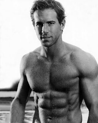 ryan reynolds workout green lantern. pictures Actor Ryan Reynolds