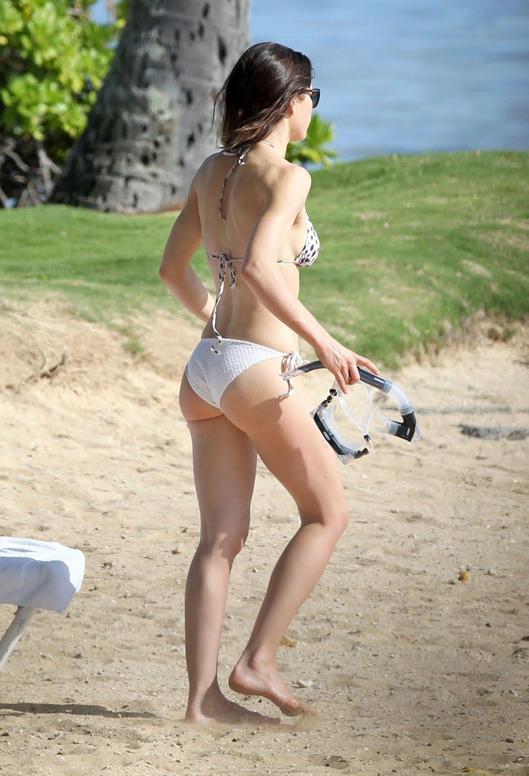 http://4.bp.blogspot.com/_qrmD8jCqKjE/TT74pNRDzzI/AAAAAAAAO_k/qtP5ZJQgT88/s1600/Jessica-Biel-Bikini-2011-5.jpg