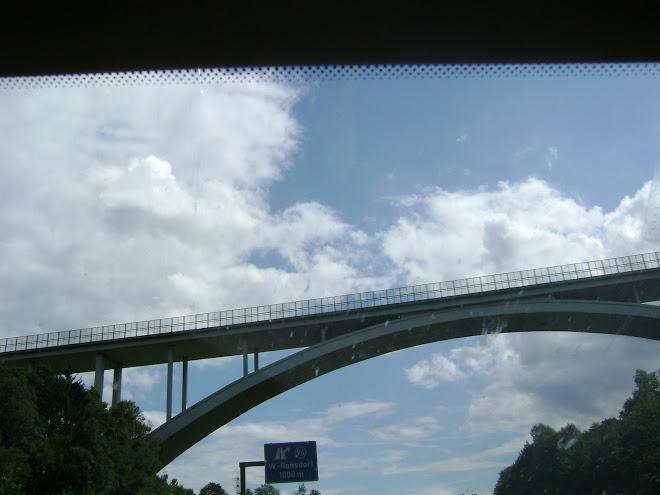 สะพานสูง ประมาณ 150 เมตร