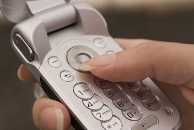 un-cellulare-in-mano