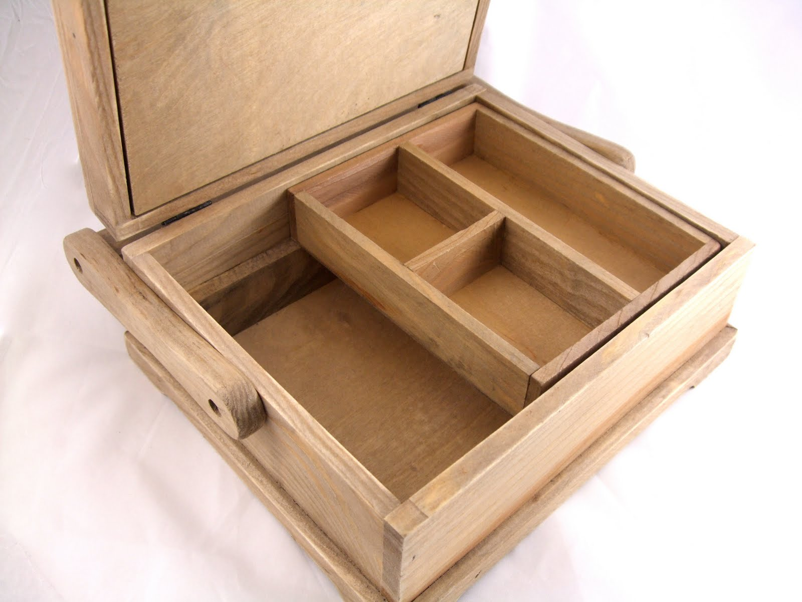Both the small and medium boxes have a removable inner storage tray.