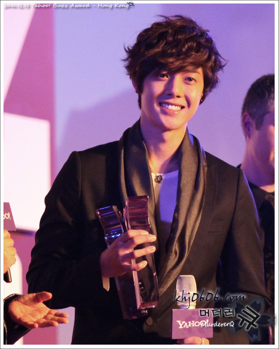 kim hyun joong ganador de los premios yahoo! asia buzz awars 2010 Kim+hyun+joong+buzz+COVER