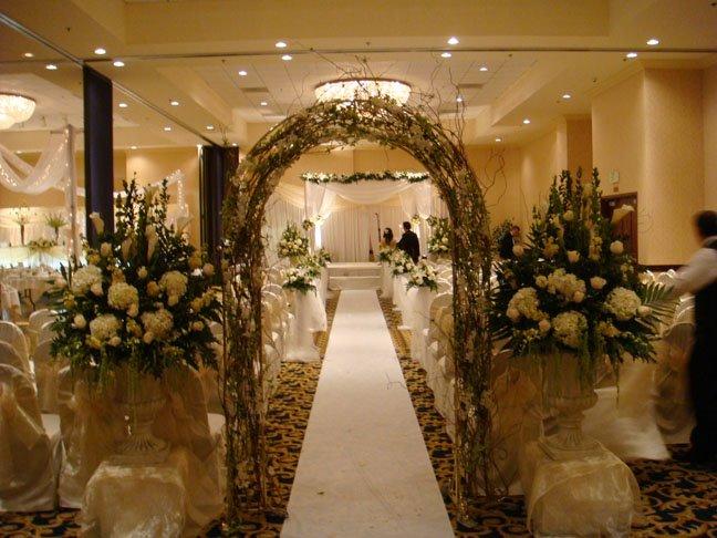 jambangan bunga menyambut pengantin