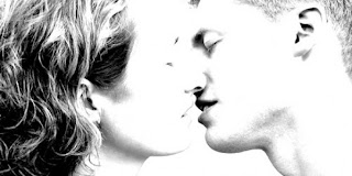 http://4.bp.blogspot.com/_qxE0VzQw034/SSEmAAUsqeI/AAAAAAAAAJI/RjWCHg6_Wkc/s320/kissing+resized.jpg