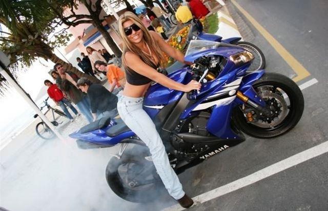 Cristiane Guedes em moto, Cris R1, famosa na moto ,Cris R1 on bike, babes on bike, famous on bike, sexy on bike, sexy on motorcycle,Cristiane Guedes em Yamaha R1, Cris R1, famosa na Yamaha R1 ,Cris R1 on Yamaha R1, babes on Yamaha R1, famous on Yamaha R1, sexy on Yamaha R1, sexy on Yamaha R1