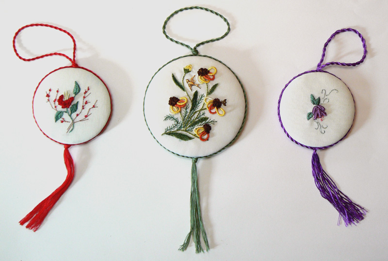Brazilian Embroidery Tutorials http://mystitchinggallery.blogspot.com/2010/08/blackeyed-susans-esther-begleiter.html