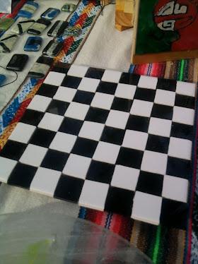 ajedrez en mosaico y vidrio