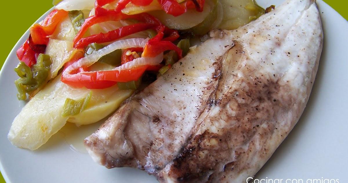 Pescado con verduras al horno cocinar con amigos for Cocinar pez espada al horno