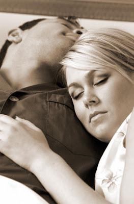 Tambah Kekuatan Seks Dengan Teknik Ciuman
