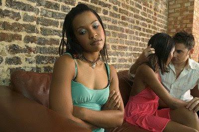10 Tanda Wanita Menolak Anda