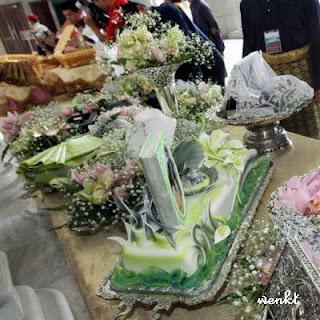 Hantaran Perkahwinan Siti Nurhaliza & Datuk Khalid | GUBAHAN HANTARAN | Hantaran Perkahwinan | hantarankahwin.com |  barang hantaran perkahwinan | BUTIK HANTARAN | Hantaran kawin &tunang | Contoh gubahan hantaran | WEDDING FAVORS, Gifts, Flowers, Hantaran, Gubahan PERKAHWINAN