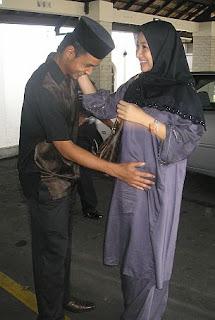 Gambar Rita Rudaini yang sedang mengandung 6 bulan