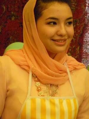 Model Indonesia Manohara Odelia Pinot dan Tengku Temenggong Kelantan ,Tengku Muhammad Fakhry Petra | model Manohara Odelia Pinot Artis Indonesia | Indonesia celebrity | gambar perkahwinan tengku fakhry petra dan Manohara Odelia Pinot
