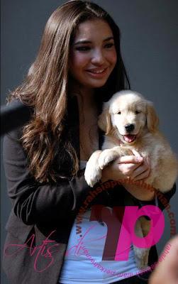 Gambar Manohara Odelia Pinot Pegang Anjing | Gambar Manohara Odelia Pinot memeluk Anjing | Situs Berita, Artikel Menarik , Hiburan dan Foto Artis dan Selebritis INDONESIA
