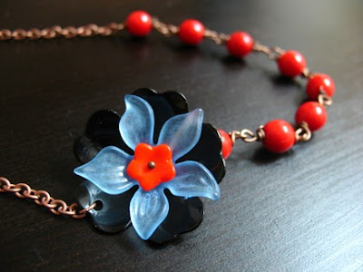flower necklace from etsy shop magpie collections