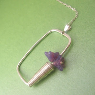 flower necklace from etsy shop bead in the belfry