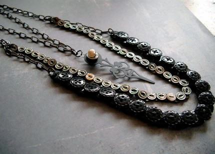 [vintage+mother+of+pearl+black+button+necklace.jpg]