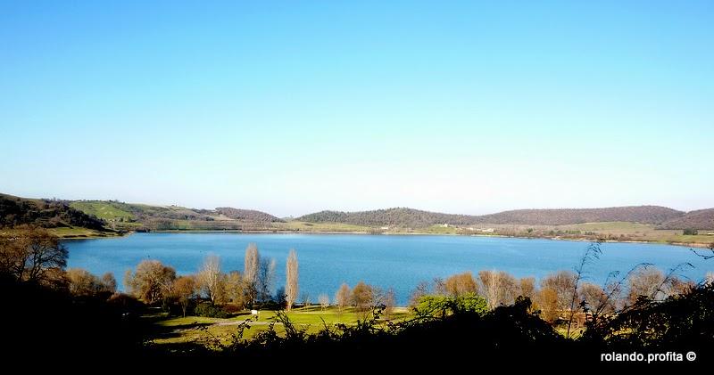 Lazio segreto alla scoperta del lago di martignano for Cabine del lago vuoto