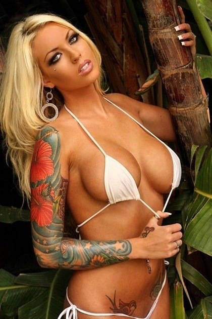 tattoos attractive escort
