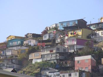 les maisons colorées des collines de Valparaiso