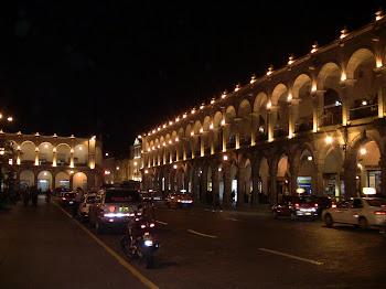 la grande place d'Arequipa de nuit