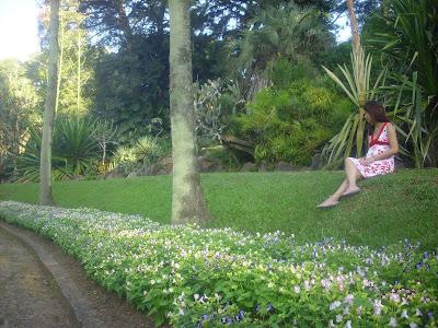 foto de uma mulher no Jardim Botânico de Porto Alegre