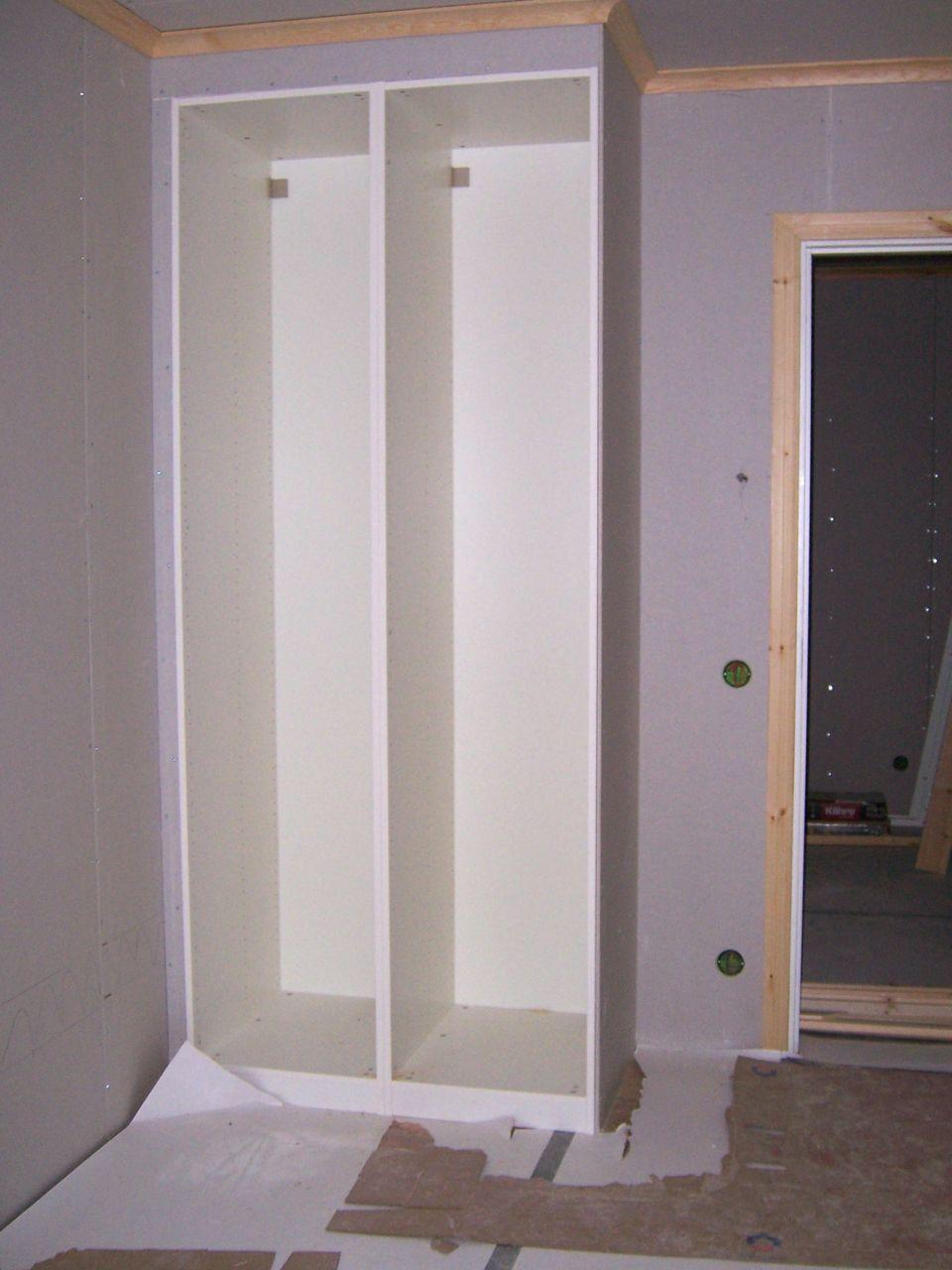 Villa Rosenbo: IKEA-garderoberna är inbyggda nu