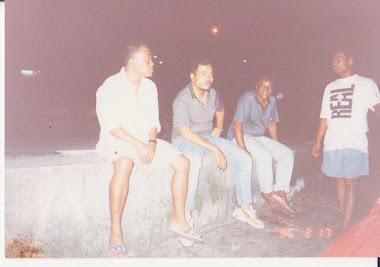 Semasa kat Kedai Burger Pro Shah bawah jambatan Assam Kumbang 1996 Arwah Abah & Arwah Abang Razin