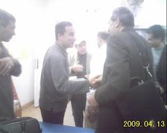 أصافح القاص الجميل محمد شمخ قبل مناقشة قصصه