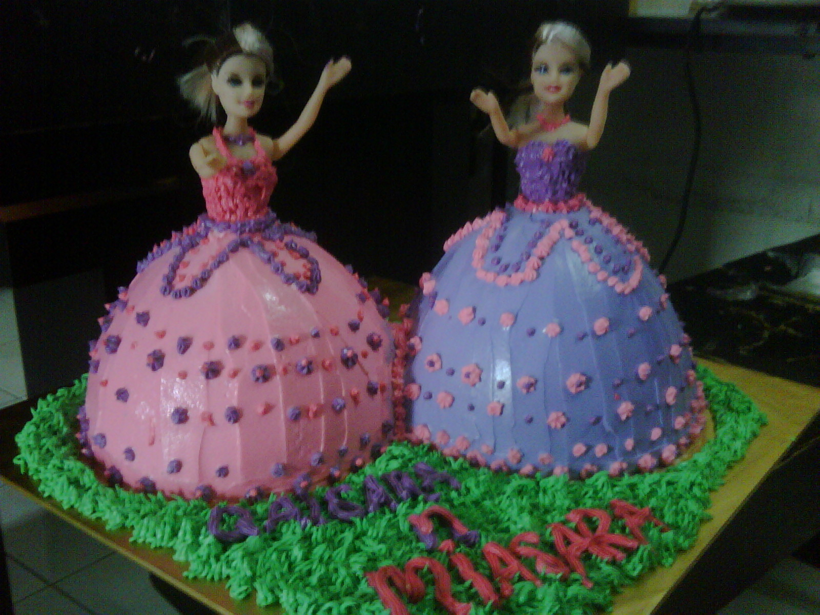 Doll Cake Images Download : Image Twin Barbie Doll Cakes Download