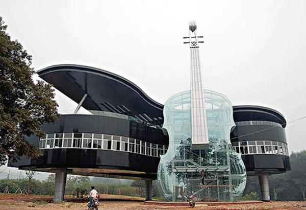 http://4.bp.blogspot.com/_r705UcHLpOQ/TIjBho5H1eI/AAAAAAAAIss/GfS353zApWg/s1600/Piano-shaped-building.jpg
