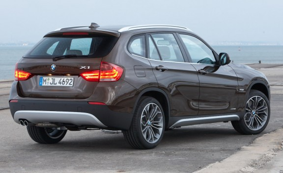 : BMW X1 sDrive18i (petrol), BMW X1 sDrive20d (diesel) and BMW X1 -4.bp.blogspot.com
