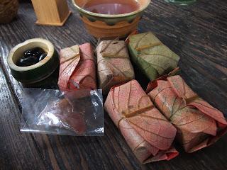 三輪素麺 そうめん処 森正の柿の葉寿司と黒豆