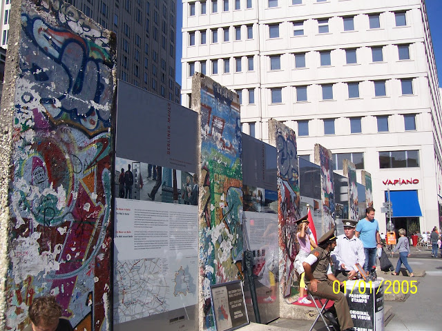 A Photo tour to the Capital city of Germany.: Posted by Vikas sharma on PHOTO JOURNEY @ www.travellingcamera.com : Berlin Wall (Berliner Mauer 1961 - 1989).