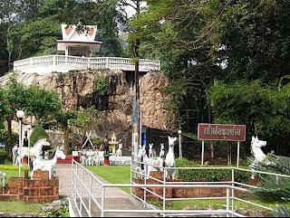 Chao Pho Khun Dan Shrine