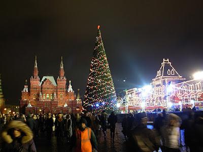 http://4.bp.blogspot.com/_rAJe_CypsZs/TQwW4Aq58mI/AAAAAAAABk0/bV2r1Gt68zE/s1600/red-square-christmas-tree.jpg