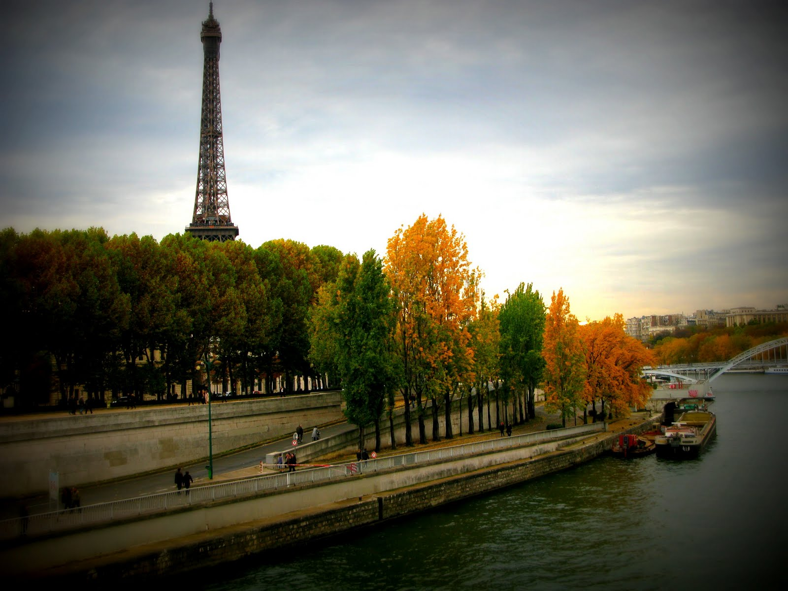 modest society  fall in paris