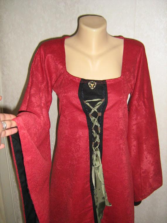 Rochie medievala din catifea si in