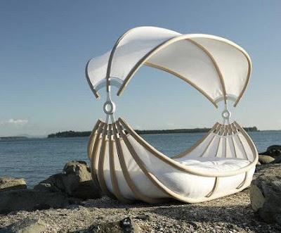 Romantic-outdoor-canopy-beds-ideas